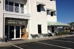 Croissants bistro exterior of building with outside seating, pet friendly restaurant in myrtle beach